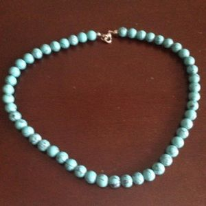 Jewelry - Turquoise like beads 16in